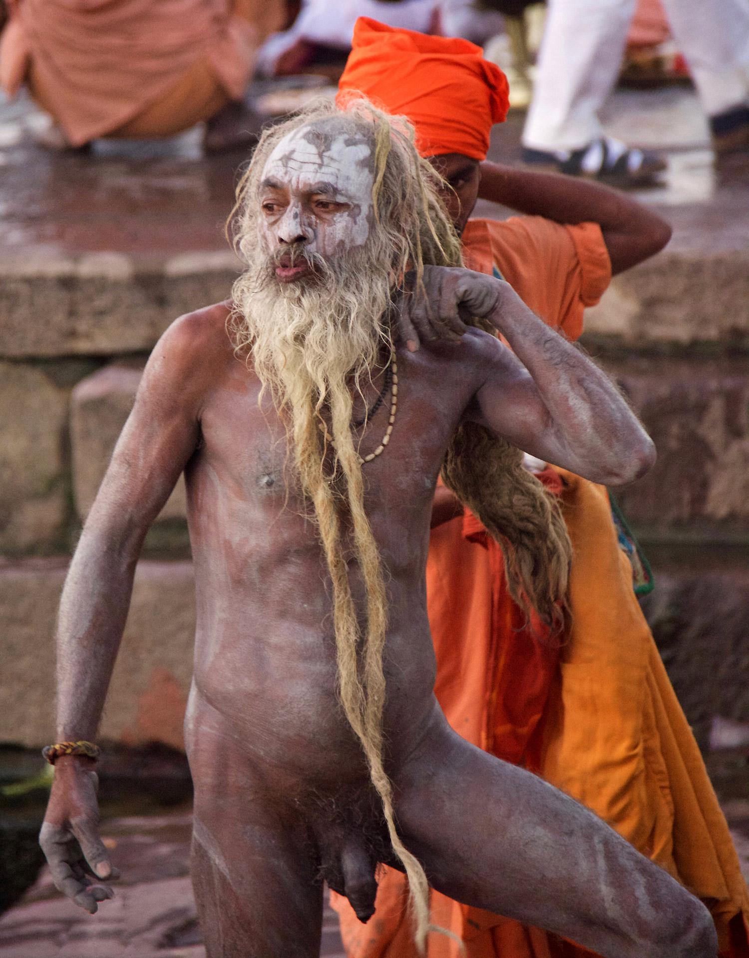 Ogni induista, almeno una volta nella vita, deve recarsi a Varanasi e immergersi nelle sue acque.