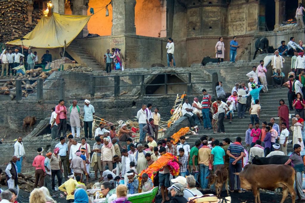 A Varanasi la città santa indiana il cuore spirituale dell'India, si contano circa 80 ghat, ed alcuni di questi ghat sono usati per la cremazione.
